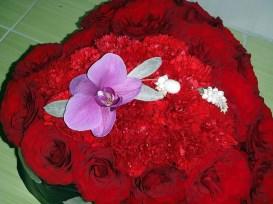 Сърце-от-рози-и-карамфили-2