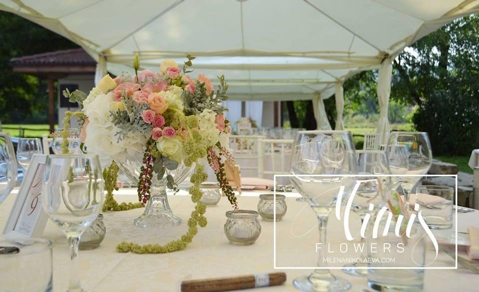 Градинска сватба с нежен вид