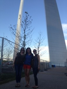 st-louis-arch-with-mollie-and-danielle
