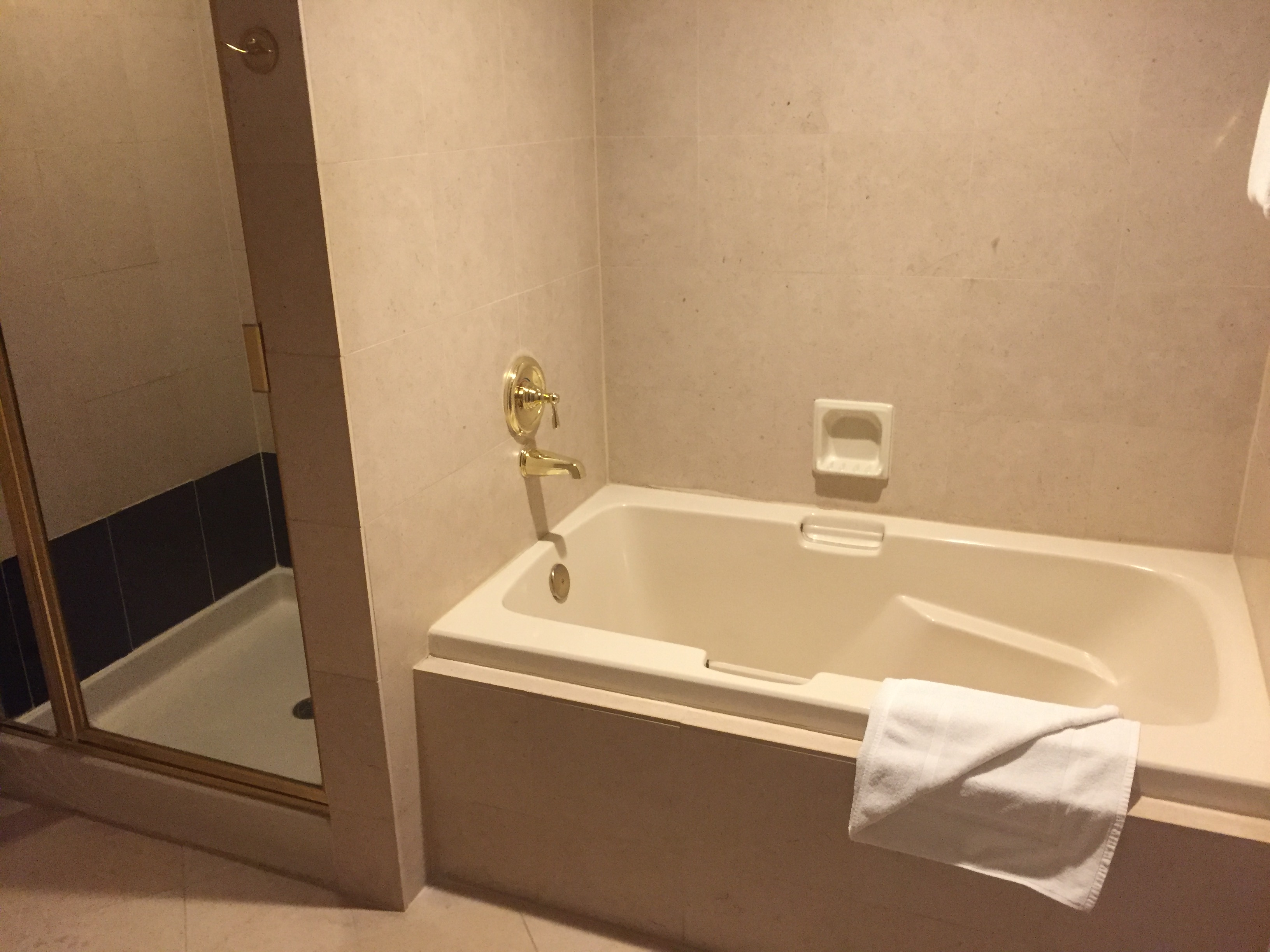 Review Luxor Las Vegas Mgm Resort Miles From Blighty
