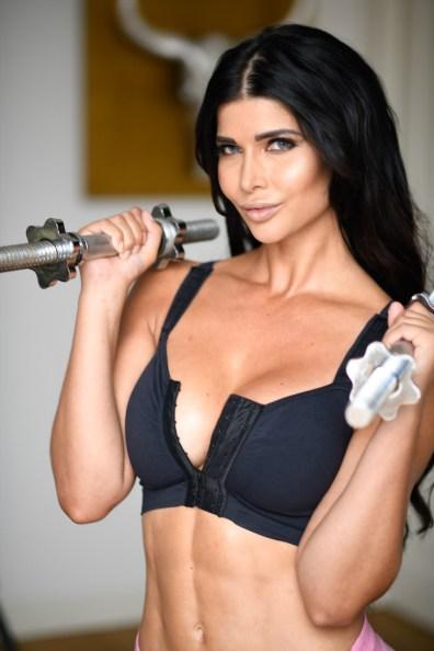 Micaela Schäfer beim Fitness