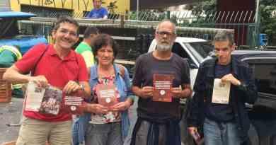 militantes do grupo de base do DAP Centro de São Paulo na feira livre