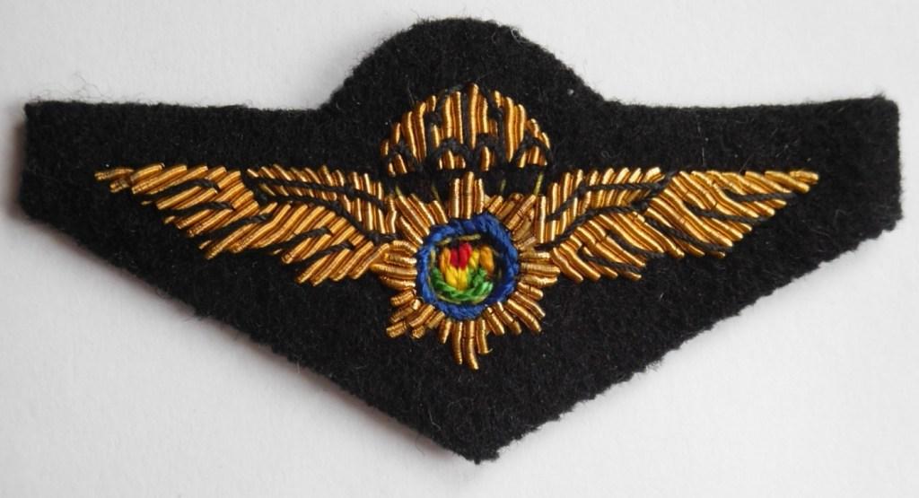 SAP-POLICE-AIRBORNE-SWAT-PARACHUTE-WINGS-vintage-BLACK