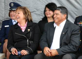 NM Governor Suzanna Martinez laughing (seated) with 3 other people in background