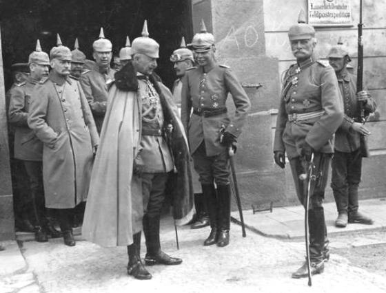 Kaiser Wilhelm II, and August von Mackensen, 1915. (Image source: WikiCommons)