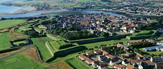 Berwick-Upon-Tweed - the most fought-over piece of turf in Britain. (Image source: English Heritage)