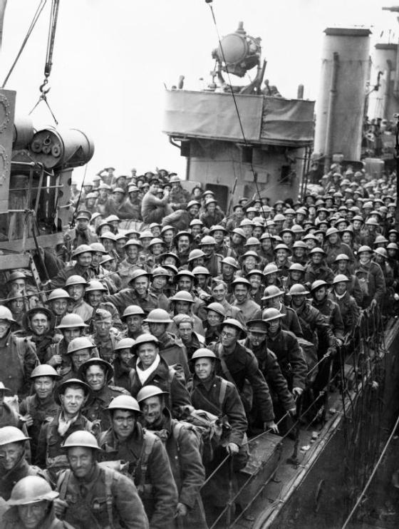 British troops being evacuated from Dunkirk. 1940. (Image source: WikiCommons)