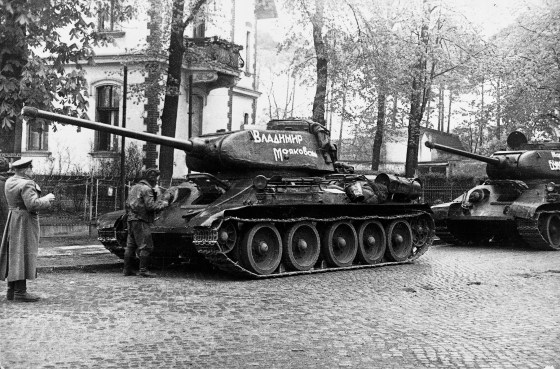 """Panther predator? The Soviet T-34-85 hunted the Panzer """"Mark V"""". But which was the better tank? Find out below. (Image source: GermanWarMachine.com)"""