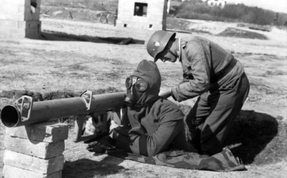 The exhaust from Panzerschreck rockets could burn and even blind the operator. Many users donned their gas masks for protection.
