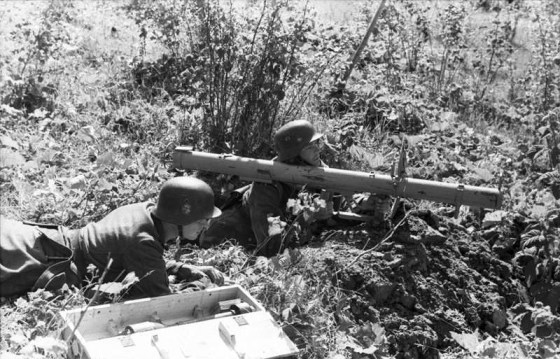 A Panzerschreck team on the Russian Front. (Image source: German Federal Archives)