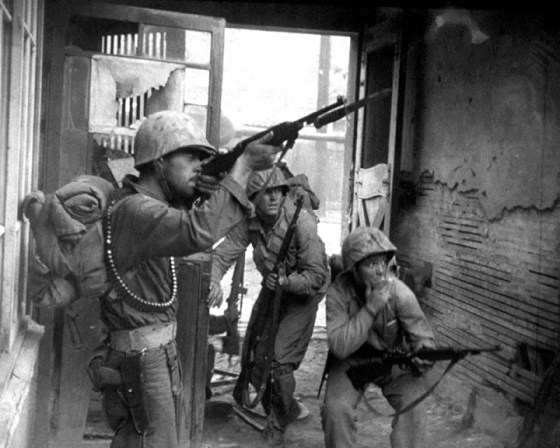 U.S. troops in action in the streets of Seoul, September 20, 1950. (Image source: WikiCommons)