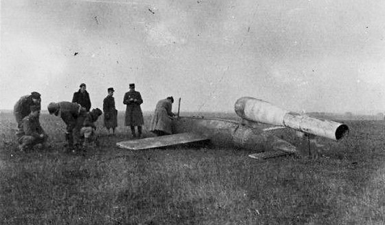 Men of the 9th AF Bomb Disposal examine a captured V-1 Rocket. (Image source: Jeffrey Leatherwood)