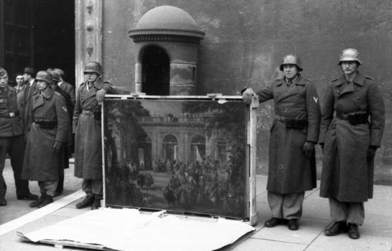 German troops with looted art from Italy. (Image source: WikiCommons)