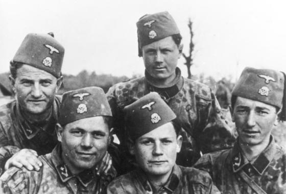 The fez was standard issue for volunteers in the 13th SS Mountain Division. (Image Source: German Federal Archive via WikiCommons)