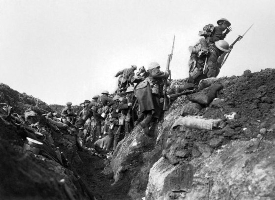 Commonwealth troops advance into No Man's Land at the Somme. (Image source: WikiCommons)