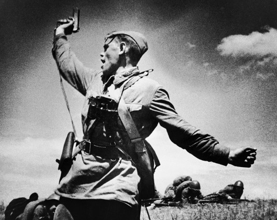 A Soviet lieutenant armed with a Tokarev TT-33 pistol, urges his men to attack German positions during WW2. Said to be have been killed moments after the photo was taken. (Image source: WikiCommons)