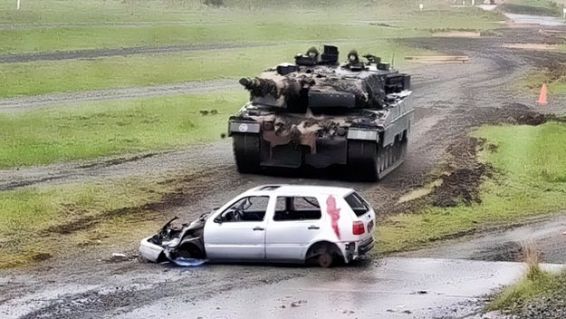 German Leopard 2 Tanks Crush Cars In Europe Competition