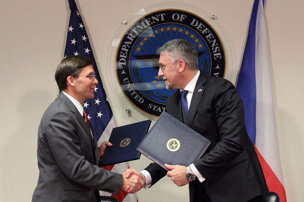 Czech Defence Minister and United States Secretary of Defense Signed the Helicopter Contract