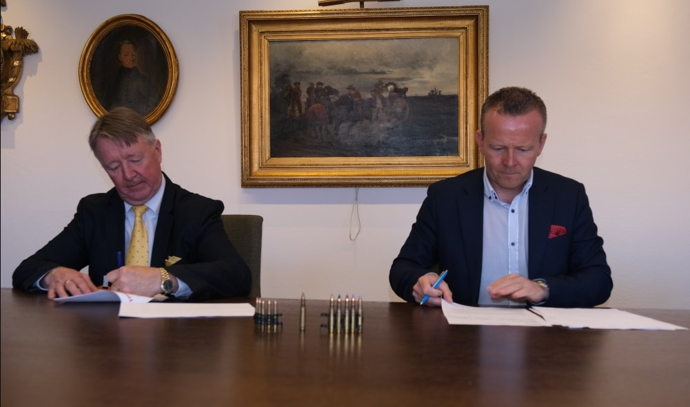 Nammo's EVP of Small & Medium Caliber Ammunition, Reijo Bragberg (L) and BG Mikael Frisell, Chief of Army Materiel of the Swedish Defence Materiel Administration.
