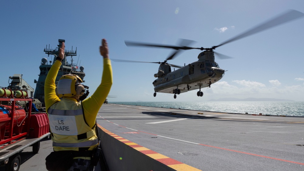Australian Army CH-47 Chinooks Train to Operate from HMAS Adelaide