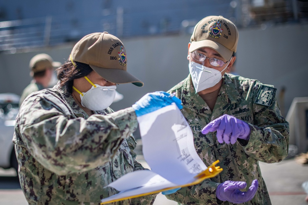 US Navy Transfers 90 Sailors from Quarantine to USS Kidd