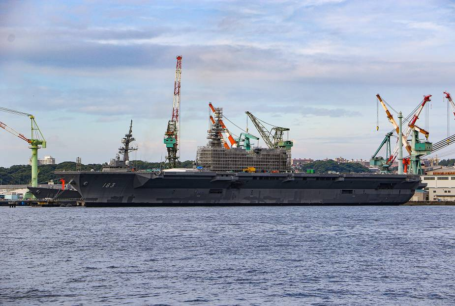 Japan Maritime Self-Defense Force Izumo DDH 183 in the latest modification phase to become aircraft carrier (Photo: Tokyoincident)