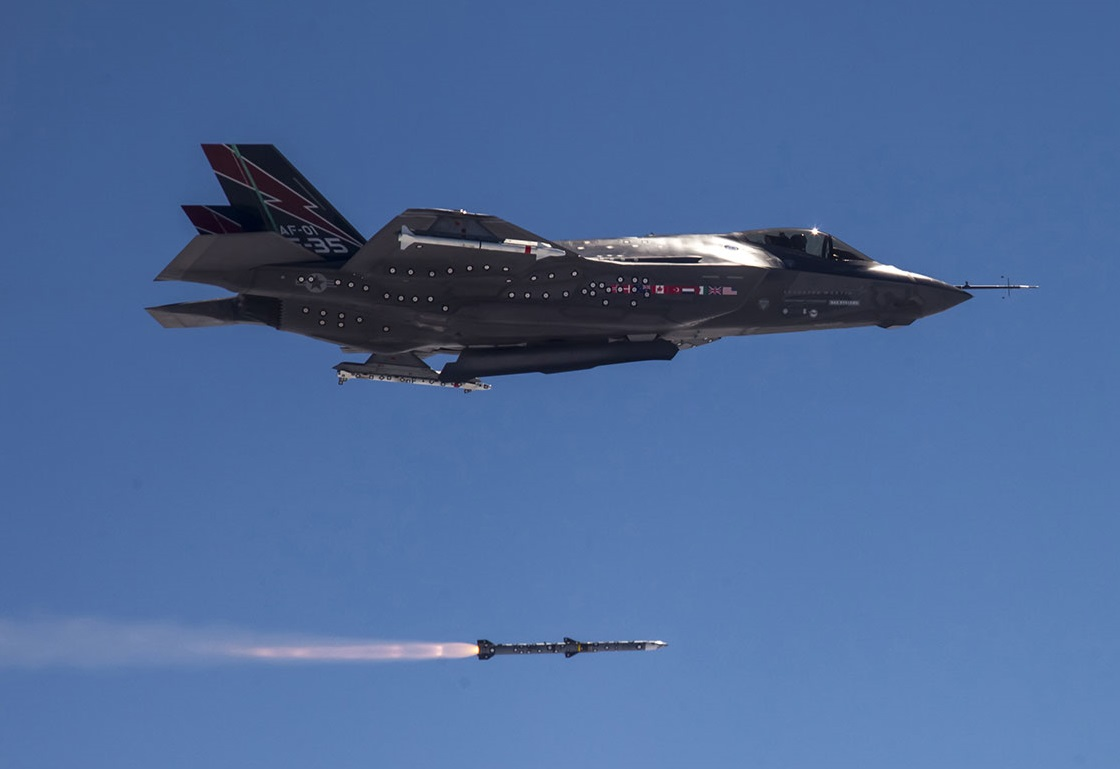 Raytheon Missiles Systems Advanced Medium Range Air-to-air Missile (AMRAAM)