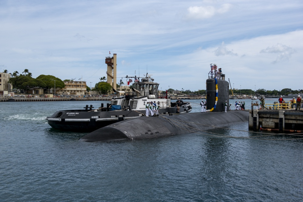 Sailors aboard the Los Angeles-class fast-attack submarine USS Columbia (SSN 771) prepare to moor at the historic submarine piers at Joint Base Pearl Harbor-Hickam following a six-month Western Pacific deployment, June 6.