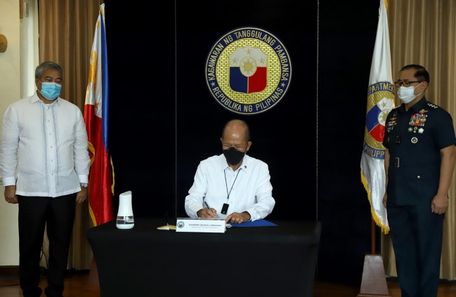 Secretary Delfin N. Lorenzana signed the contract for Philippine Air Force's Air Surveillance Radar System Acquisition Project at the Department of National Defense on August 14, 2020