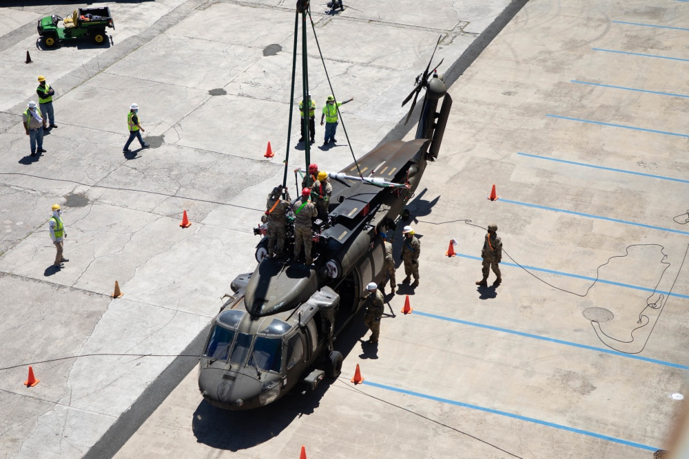 US Army 25th Combat Aviation Brigade UH-60 Blackhawk Helicopter Load