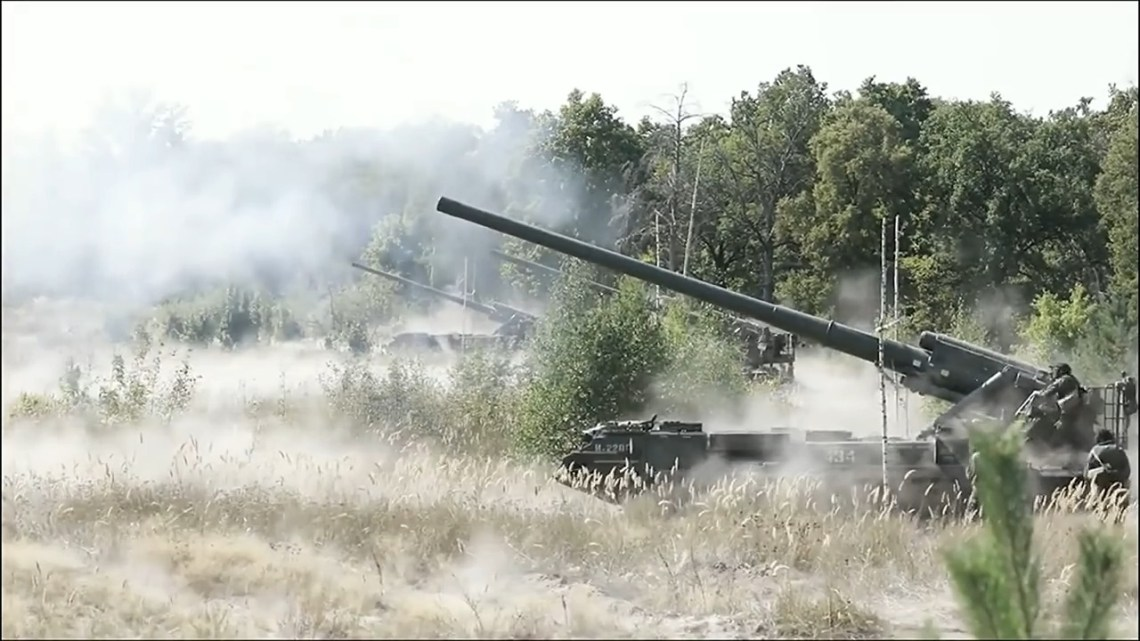 2S7 Malka or Pion self-propelled 203mm heavy artillery.