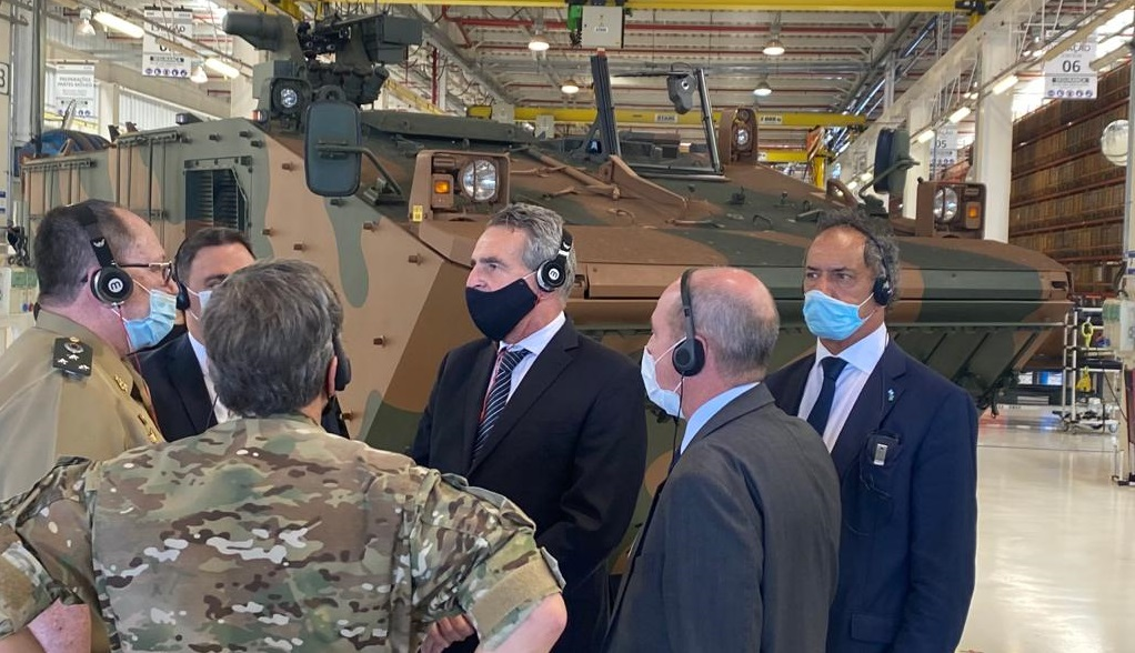 Argentine Minister of Defense Visits Brazil to Discuss VBTP-MR Guarani 6x6 Purchase