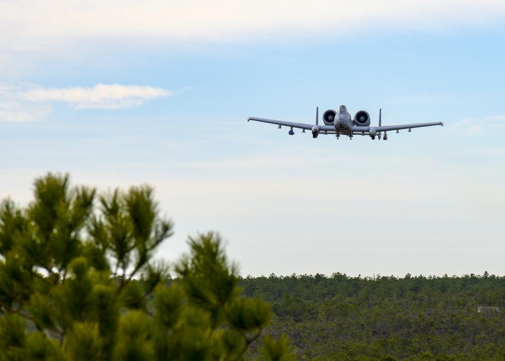 Maryland Air National Guard A-10s train with Estonian JTACs