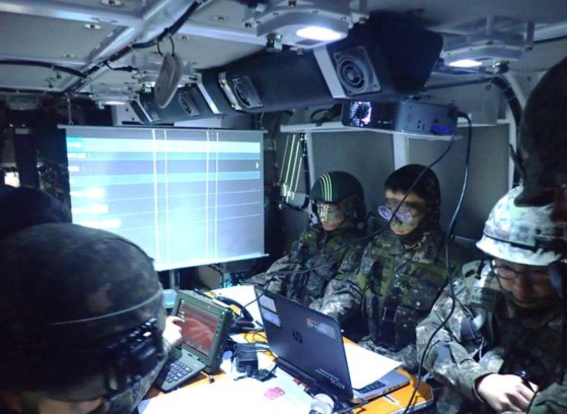 Hyundai Rotem Develops K808 KW2 Command Post