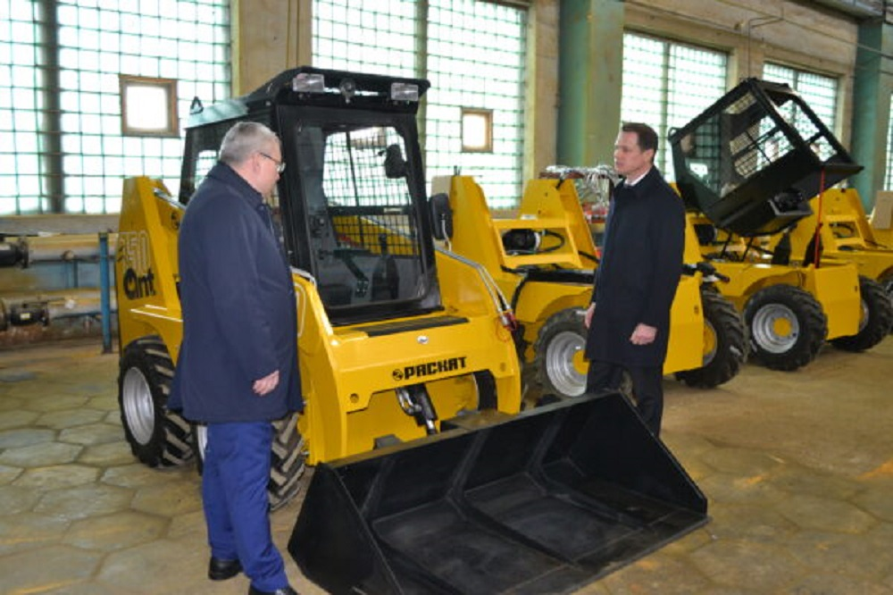 Russia's Raskat Unveils Ant 750 Mini-loader Production