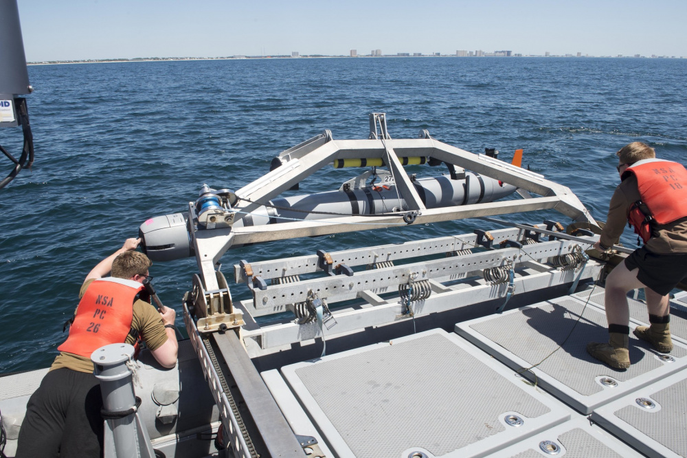 Expeditionary Mine Countermeasures Company Uses UUVs to Complete Certification Exercise