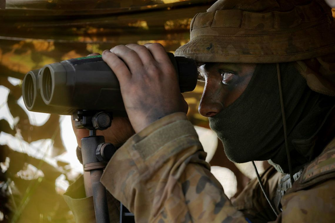 Australian Army Gunner Elliott Ryan from the 4th Regiment, Royal Australian Artillery, observes the target during Exercise Chau Pha at Townsville Field Training Area on 22 May 2021.