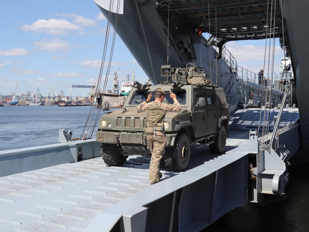 Loading and offloading of the Division's equipment at the Gdynia naval base / Photo by MND-NE