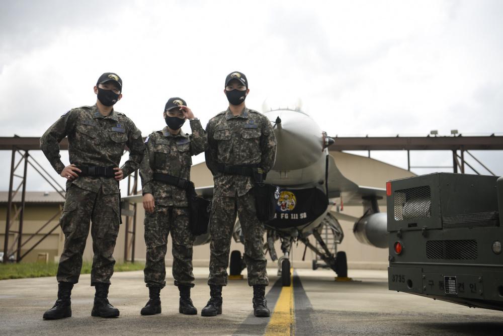 Republic of Korea Air Force Unit Takes Win at Pen Fest 2021 Competition