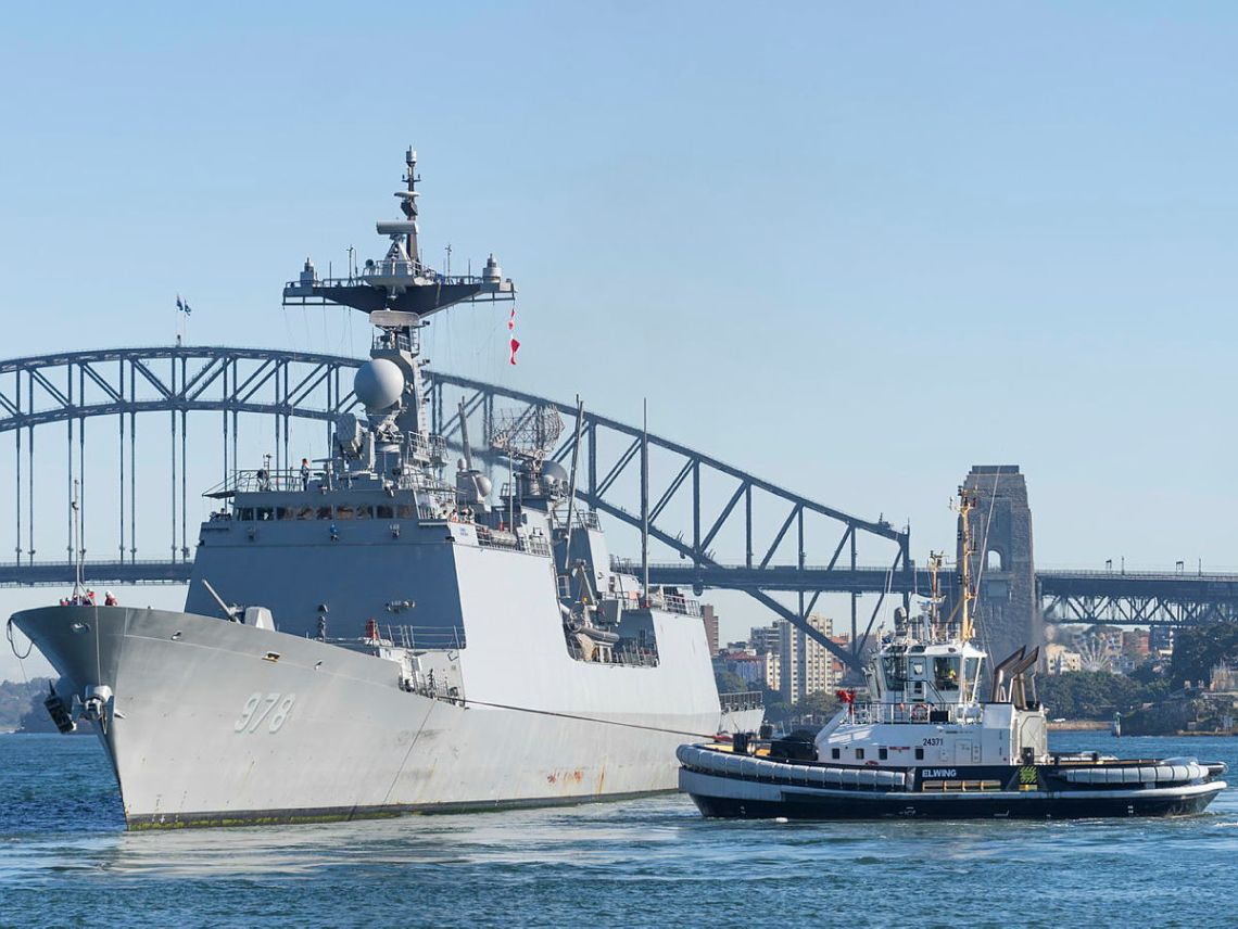 Republic of Korea Navy destroyer ROKS Wang Geon prepares to come alongside Fleet Base East in Sydney for a COVID-Safe port visit ahead of Exercise PACIFIC VANGUARD.