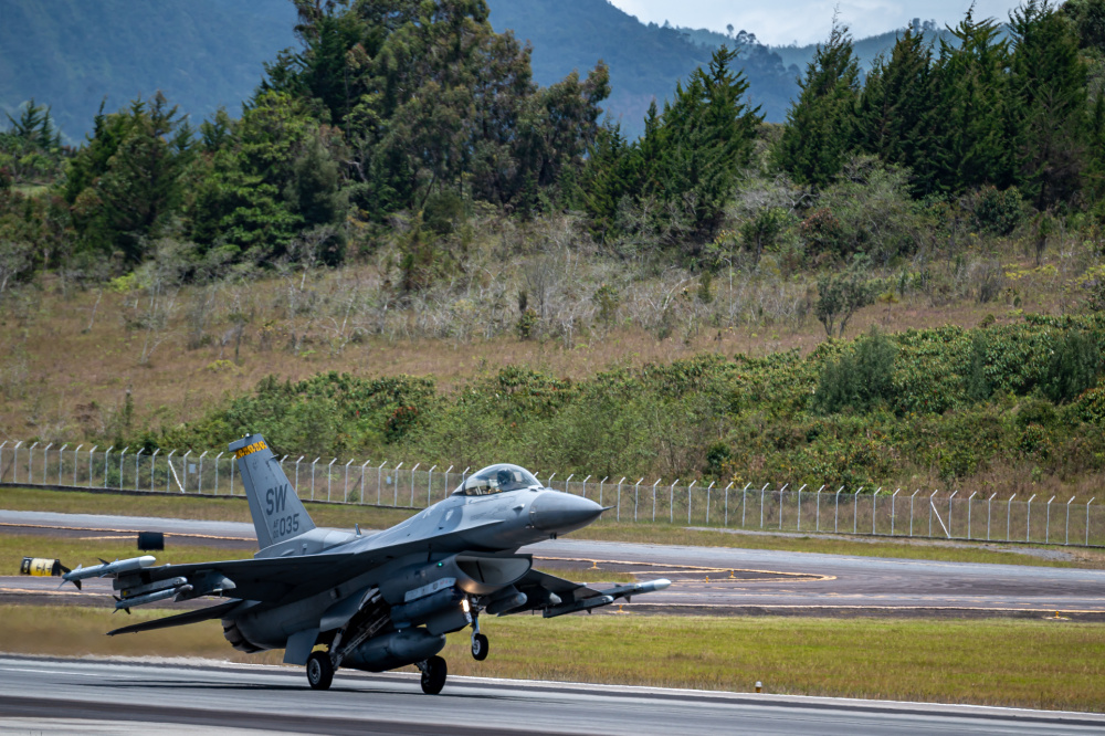 A U.S. Air Force 79th Expeditionary Fighter Squadron pilot prepares to land an F-16 Fighting Falcon on the runway during Exercise Relampago VI at Comando Aereo de Combate Number 5 (CACOM 5) in Rionegro, Colombia, July 14, 2021.
