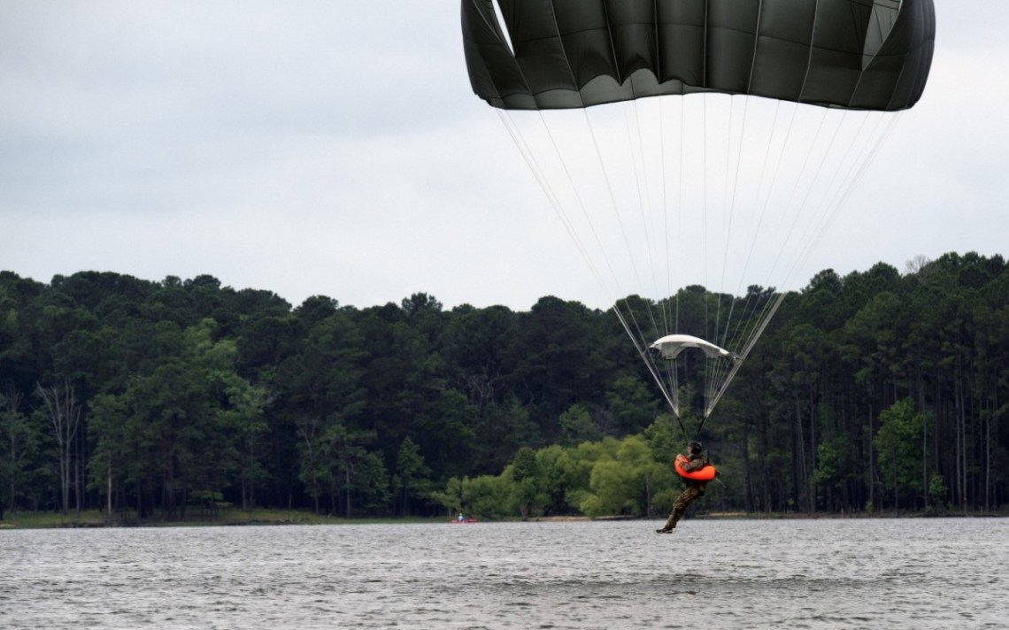 US Airborne and Special Operations Test Directorate Test Parachutist Flotation Device (PFD)