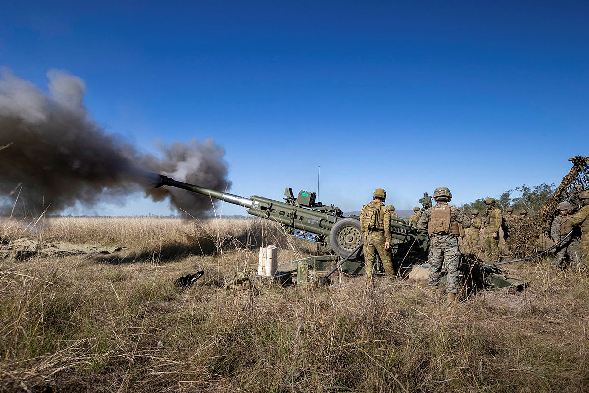 US Marines and Royal Australian Artillery Share M777A2 Lightweight Towed Howitzers Procedures