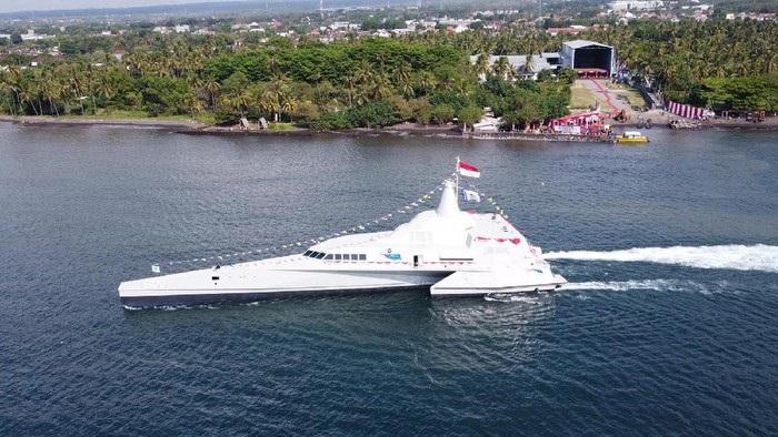 Indonesian Navy Trimaran Fast Attack Craft KRI Golok (688)