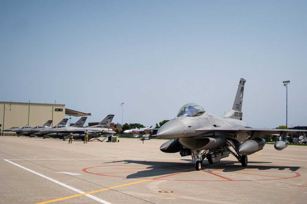 114th Aircraft Maintenance crew chiefs and 114th Fighter Wing pilots go through launch procedures during the readiness exercise Aug. 9, 2021, Joe Foss Field, S.D.
