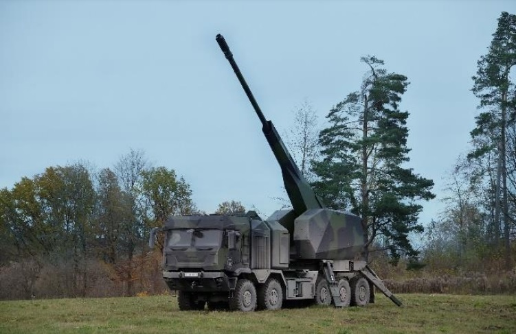 New 155mm wheeled self-propelled howitzer based on Rheinmetall HX3 10x10 military truck chassis.