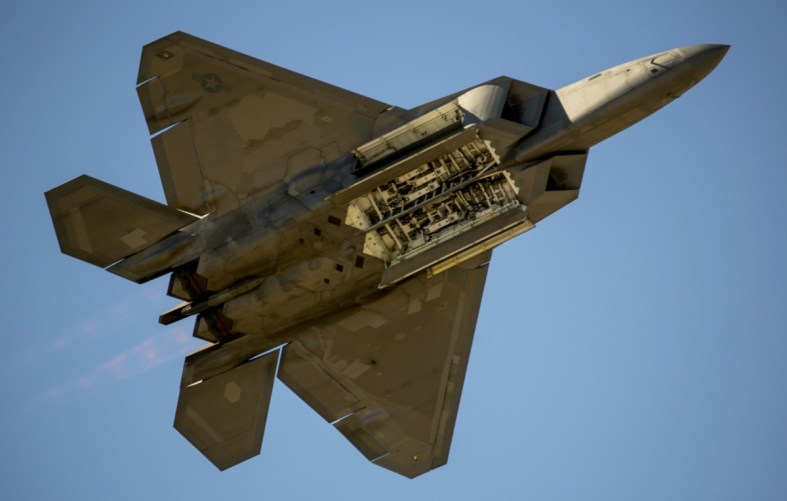 F-22 Raptor weapons bay