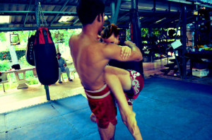 kiatphontip-muay-thai-training-clinch