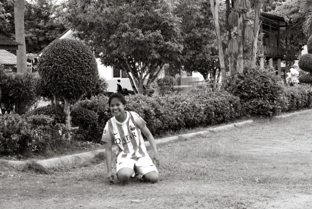 thailand-soccer-girl