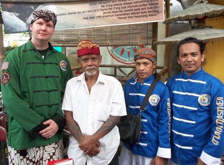 group photo with silat teacher Pakdhe Kardi